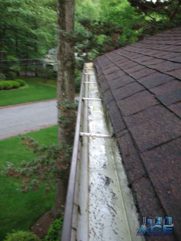 Gutter Cleaning of Gutters in Paramus, NJ